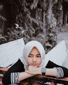 Casual Hijab Outfit, Hijab Chic, Hijabi Girl, Girl Hijab, Beautiful Hijab Girl, Indonesian Girls, Muslim Girls, Ulzzang Girl, Ootd Fashion