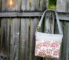 Sew Can She Convertible Cross Body Tote tutorial. Has exterior zipper pocket, interior slip pockets, interior d-ring for clipping keys, magnetic snap.