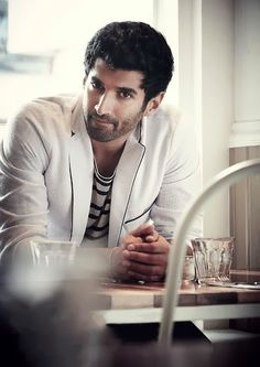 Just watched Aashiqui Loved Aditya Roy Kapoor in it! Bollywood Celebrities, Bollywood Actress, Bollywood Fashion, Roy Kapoor, Most Handsome Actors, Indian Star, Celebrity Photographers, Actress Pics, Ranveer Singh
