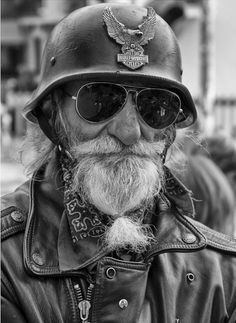 Old Biker - Ride on old Man! Old Faces, People Of The World, Interesting Faces, Old Men, Black And White Photography, Harley Davidson, Portrait Photography, Steampunk, Image
