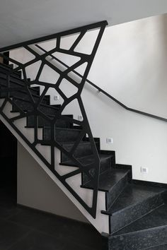 A attractive staircase is more than simply a path from one floor to the next: this picture staircase will certainly motivate you. Modern Stair Railing, Stair Railing Design, Stair Handrail, Staircase Railings, Modern Stairs, Railing Ideas, Spiral Staircase, Stairways, Stairs On Wheels