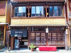 古都の風情が色濃く残るお茶屋を利用したカカオサンパカ金沢店