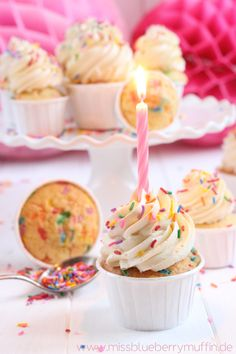 Unicorn Cupcakes An easy tutorial perfect to do with the kids simple diy cupcakes brilliant for a magical birthday party Birthday Cupcakes, Mini Cupcakes, Unicorn Foods, Sources Of Vitamin A, Rainbow Food, Easy Diy, Simple Diy, Birthday Candles, Unicorn Cupcakes