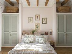 Dormitorio con dos armarios y sendos altillos