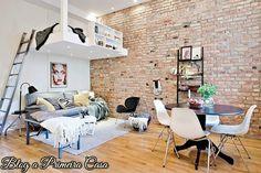 Decoração - Design -Kitnet  Olhe pra cima – as paredes estão vazias? Coloque estante ou prateleiras, aproveite o espaço vertical. As camas elevadas são uma ótima dica, além de serem modernas, elas deixam mais espaços livre.