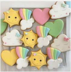 """Biscoitos Decorados on Instagram: """"☁️☀️ #chadebebe #divertidamente #divertidamentecookies #biscoitosdivertidamente #biscoitodivertidamente #customcookies #decoratedcookies…"""" Summer Cookies, Cookies For Kids, Fancy Cookies, Iced Cookies, Cute Cookies, Cupcake Cookies, Cookies Et Biscuits, Cute Baking, Cookie Frosting"""