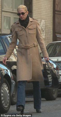 Fall Style Is Where Carolyn Bessette-Kennedy Really Shines Jfk Jr, Kennedy Jr, Caroline Kennedy, Timeless Fashion, Vintage Fashion, Vintage Vogue, Vintage Style, Carolyn Bessette Kennedy, Wife Pics