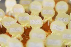 Festa Pronta - Batizado da Alice - Tuty - Arte & Mimos Que tal usar esta inspiração para a próxima festa? Entre em contato com a gente! www.tuty.com.br #festa #personalizada #party #bday #birthday #tuty #Happy #love #party #Bday #Cute #batizado #Yellow #flower #laco