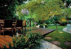 Bambu-mossô: aprecia sol pleno e interiores bem iluminados, necessita de solos permeáveis e férteis. Floresce após 60 a 100 anos e morre em seguida. Sua curvatura não é natural, é feita por mãos humanas.