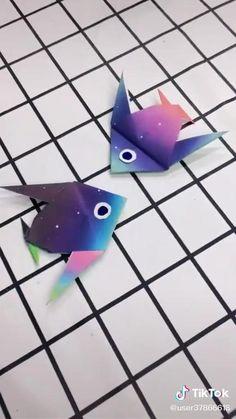Origami video. Rainbow fish. Paper Flowers Craft, Easy Paper Crafts, Flower Crafts, Diy Crafts, Origami Fish Easy, Koi Origami, Coral Reef Craft, Flowery Wallpaper, Origami Videos