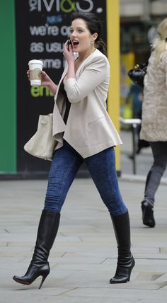 What is it about those boots that captivate my sole? Jeans And T Shirt Outfit Teens, Casual Jeans Outfit Summer, Jeans Outfit For Work, Casual Outfits, Work Jeans, Summer Jeans, Outfit Jeans, Matilda, Helen Flanagan