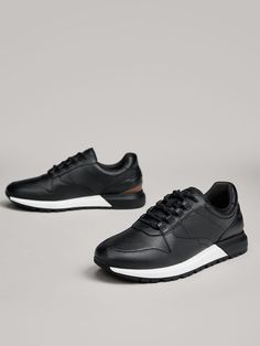 Men's trainers at Massimo Dutti. Find the Spring/Summer 2020 collection of suede or leather trainers for men in white, blue, brown or combined. Mens Fashion Blazer, Mens Fashion Shoes, Brown Sneakers, Classic Sneakers, Mens Trainers, Leather Trainers, Plimsolls, Pumas Shoes, Tan Leather
