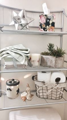 Cozy studio apartment decoration ideas for a small budget - Apartment Decor Ideas Cute Apartment, College Apartment Decor, Bathroom Decor Apartment, Small Apartment Bathroom, Apartment Decorating Rental, Shabby Chic Bedrooms, Cheap Home Decor, Apartment Bathroom, College Apartment Diy