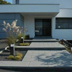 Garden Fence Entrance stairway Courtyard entrance Canopy Architecture Housing House entrance Design Front yard Modern – Boisholz – rnrnSource by Entrance Design, House Entrance, Modern Landscaping, Front Yard Landscaping, Landscaping Ideas, Landscape Design, Garden Design, Canopy Architecture, Front Entrances