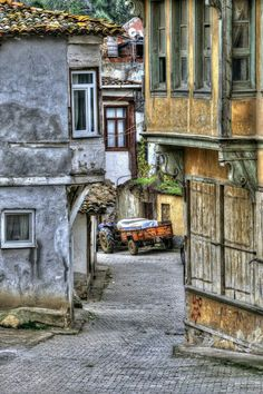Turkish Architecture, Vernacular Architecture, Urban Architecture, Mix Photo, City Landscape, Built Environment, Historic Homes, Traditional House, Great Photos