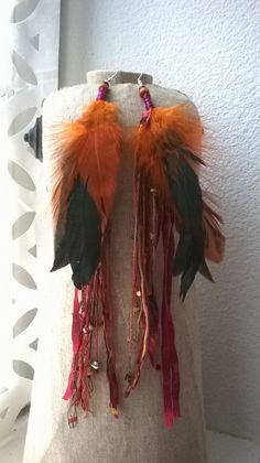 Très longues boucles d'oreilles en plume et perles en pâte de verre - coquillages - rubans : Boucles d'oreille par caprices-et-compagnie Etsy, Vintage Pearls, Long Curls, Ribbons, Sea Shells, Ears, Boucle D'oreille, Drinkware