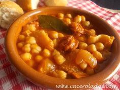 Caceroladas: Callos con garbanzos Spanish Kitchen, Spanish Dishes, Spanish Food, Filipino Recipes, Mexican Food Recipes, Ethnic Recipes, Kitchen Dishes, Main Dishes, Slow Food