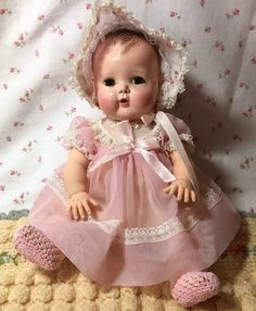 Tiny Tears Baby is the popular size and comes with everything you see pictured. This is an early baby doll with her ORIGINAL LAYETTE of a Old Dolls, Antique Dolls, Doll Toys, Baby Dolls, Reborn Dolls, Reborn Babies, Tiny Tears Doll, Victorian Dollhouse, Modern Dollhouse
