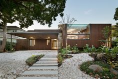 Completed in 2015 in Ashburton, Australia. Images by Emma Cross. Built on gently sloping land in suburban Melbourne, this contemporary and environmentally friendly home is designed to integrate seamlessly with the...