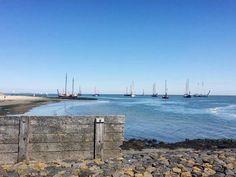 het is wachten voor een plekje in de haven van Vlieland, Rode vlag al in de 1e week van de zomervakantie.
