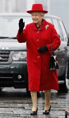 Queen Elizabeth II Photos - Queen Elizabeth II waves as she arrives for a visit to the Cutty Sark on April 25, 2012 in Greenwich, London, England. - Queen Elizabeth II Visits Greenwich