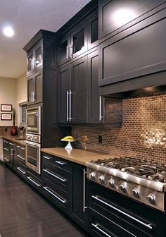 Modern Kitchen Interior Remodeling - Anyone planning a black kitchen design is walking a tightrope throughout the design process because even the smallest mistake can […] Farmhouse Style Kitchen, Modern Farmhouse Kitchens, Black Kitchens, Cool Kitchens, Kitchen Modern, Luxury Kitchens, Best Kitchen Sinks, New Kitchen, Kitchen Decor