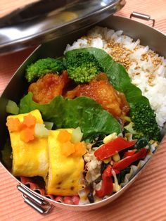 Twitter from @Izumi Kumasaka さて、今日からは科学的ゆとりを持ってお仕事してみようかな♪ 今年最後のお弁当■海老チリ、フクロ茸のオムレツ、ほうれん草と豆もやしの中華サラダ #wmjp #obento #obentoart