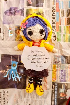 Crochet Doll Tutorial, Crochet Dolls Free Patterns, Crochet Diy, Crochet Doll Pattern, Crochet Blanket Patterns, Amigurumi Patterns, Coraline Jones, Coraline Doll, Coraline Drawing