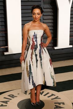 Ruth Negga is a vision in Oscar de la Renta Fall 2017 at the 2017 Vanity Fair Oscar Party.