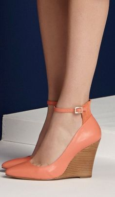 Coral wedges - perfect for spring Fab Shoes, Pretty Shoes, Crazy Shoes, Beautiful Shoes, Cute Shoes, Wedge Shoes, Me Too Shoes, Shoes Sandals, Coral Sandals