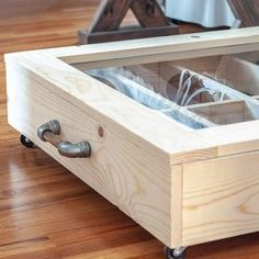 A DIY under bed shoe organizer with detailed plans, step by step tutorial and video. This shoe DIY wooden shoe organizer has a transparent lid to see what's inside and moveable dividers to keep all the shoes organized. Diy Organizer, Wooden Shoe Organizer, Bed Organiser, Mail Organizer Wall, Shoes Organizer, Kids Woodworking Projects, Woodworking Plans Pdf, Wood Projects, House Projects