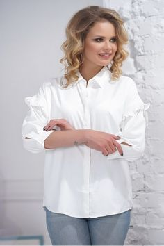 cda4ad7bfa7fa В интернет-магазине ModaMio Вы можете купить Белая женская рубашка с рюшами  по доступной цене. Доставка по Москве и России. Скидки! Опт и розница.