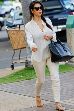 I loooove when she wears flats with skinny jeans, it looks fabulous on her! The heels get old