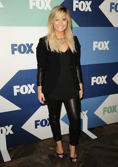Demi's all-black everything http://www.twistmagazine.com/posts/our-favorite-look-of-the-day-15101/photos/demi-lovato-2-4221