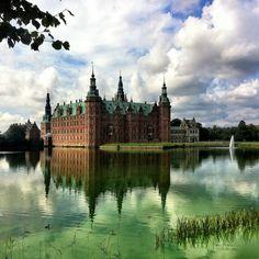 cfelsted Beautiful #castle on a beautiful #Scandinavian day. #Frederiksborg #Denmark