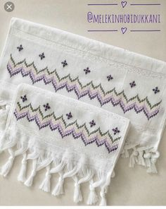 Broderie Bargello, Swedish Embroidery, Baby Knitting, Projects To Try, Face Towel, Tricot, Embroidered Towels, Aprons, Hardanger Embroidery