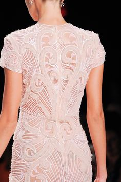 118 details photos of Naeem Khan at New York Fashion Week Spring 2014. HERMOSO!!