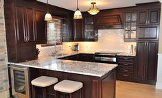 I like this backsplash Kitchen Armoire, Modern Kitchen Cabinets, Kitchen Layout, Kitchen Design, 10x10 Kitchen, New Kitchen, Kitchen Arrangement, Mahogany Cabinets, Small Kitchen Organization