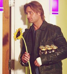 Sawyer, oh Sawyer. The sunflower isn't gonna work this time! Serie Lost, Lets Get Lost, Im Lost, Michael Dawson, Terry O'quinn, James Ford, Lost Tv Show, Josh Holloway, Lost Stars
