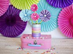 Como hacer flores con envolturas de cupcakes