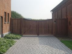 poort in houtsoort padoek, onbehandeld en onderhoudsvrij www.econstructverheyen.be