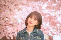 "Naver Post: ""Blossom"" MV Shooting Behind the Scenes South Korean Girls, Korean Girl Groups, Gfriend Album, Korean Haircut, Jung Eun Bi, Cloud Dancer, Uzzlang Girl, G Friend, Girl Short Hair"