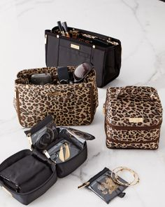 Organize your purse! These handbag inserts are so handy and let you switch your bags with ease!