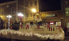 Christmas parade float ideas - using fence pickets to edge the trailer.