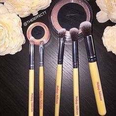 """""""It's still one of our best selling brush sets Our Bamboo Brushes #makeupaddictionbrushes  Photo by @theseffectt   We Ship Worldwide & a All our…"""""""