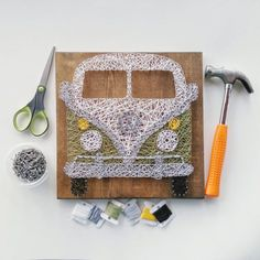 Are you or someone you know an retro VW lover? This would be the perfect gift fo. String Art Tutorials, String Art Patterns, Craft Tutorials, Diy Craft Projects, Diy And Crafts, Bus Crafts, Retro Bus, Wool Art, Thread Art