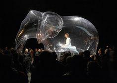 Inflatable Sculptural Installations by Victorine Müller. Swiss artist Victorine Müller combines the disciplines of performance, sculpture, painting and sound. Living Puppets, Desgin, Giant Bubbles, 3d Fantasy, Stage Set, Scenic Design, Stage Design, Set Design, Art Plastique