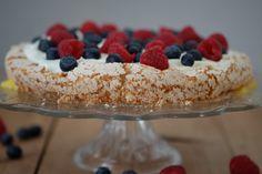 Enkel og frisk kake Food Inspiration, Cake, Desserts, Pie Cake, Tailgate Desserts, Pie, Deserts, Cakes, Dessert