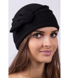 FashionSupreme - Fes în negru cu panglică decorativă Boni - Accesorii - Căciuli - EMC - pentru o  iarnă plină de culoare. Haine şi accesorii de marcă. Haine de designer.