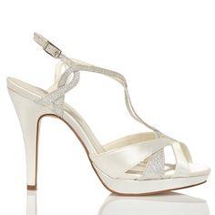 Zapato de novia en satín y pedrería de Menbur (ref. 5858) Satin bridal shoes by Menbur (ref. 5858)
